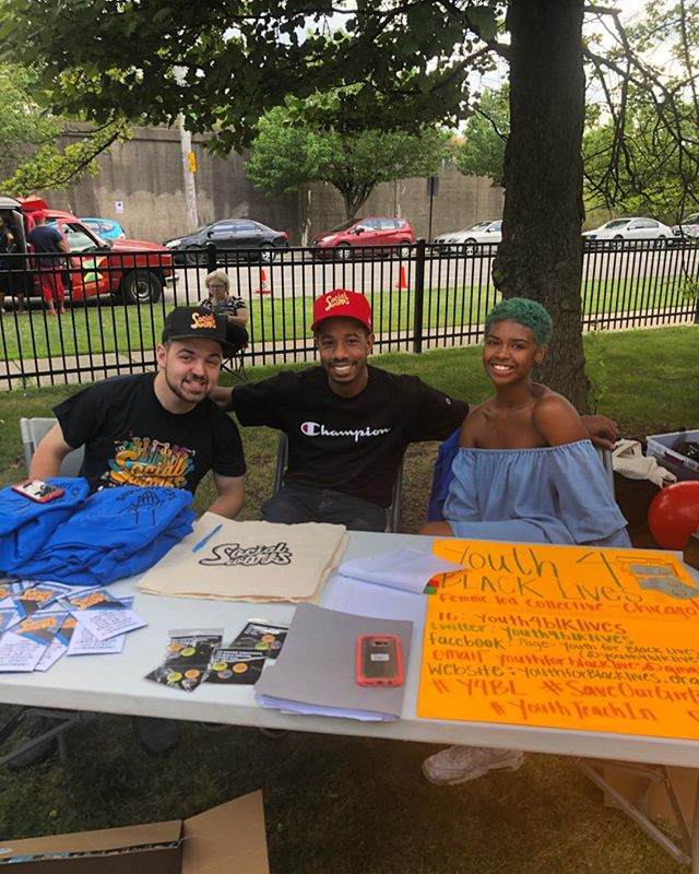 Sharing a table with @socialworks_chi at the #chicagopoetryblockparty getting the youth involved all around ❤️ - - #ChicagoActivism #BlackLivesMatter #blackyouths