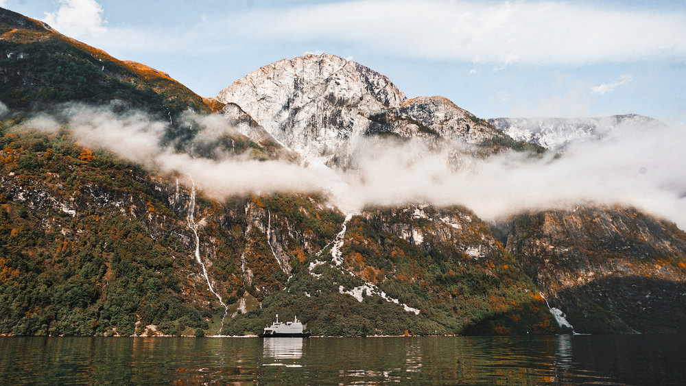 Breiskrednosi Naeroyfjord