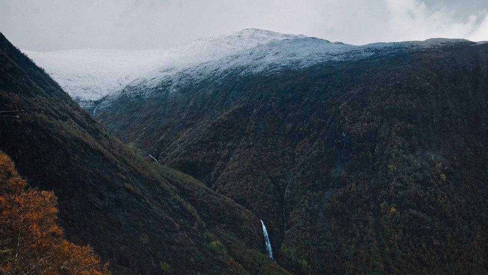 Breiskrednosi Hike - Waterfall