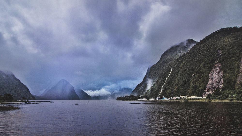Milford Sound - Mountains - Fiordland - NZ - Moody