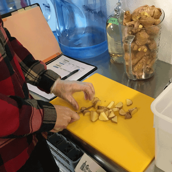 cutting-ginger.png