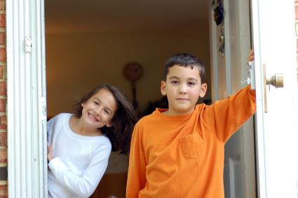 iStock_000002422241XSmall.jpg-children-opening-door.jpg