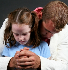 Father-and-Daughter-Praying-the-Rosary.jpg