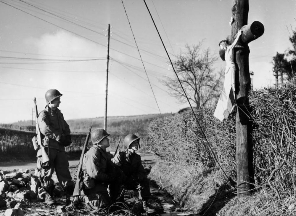 Soldiers at the cross.jpg