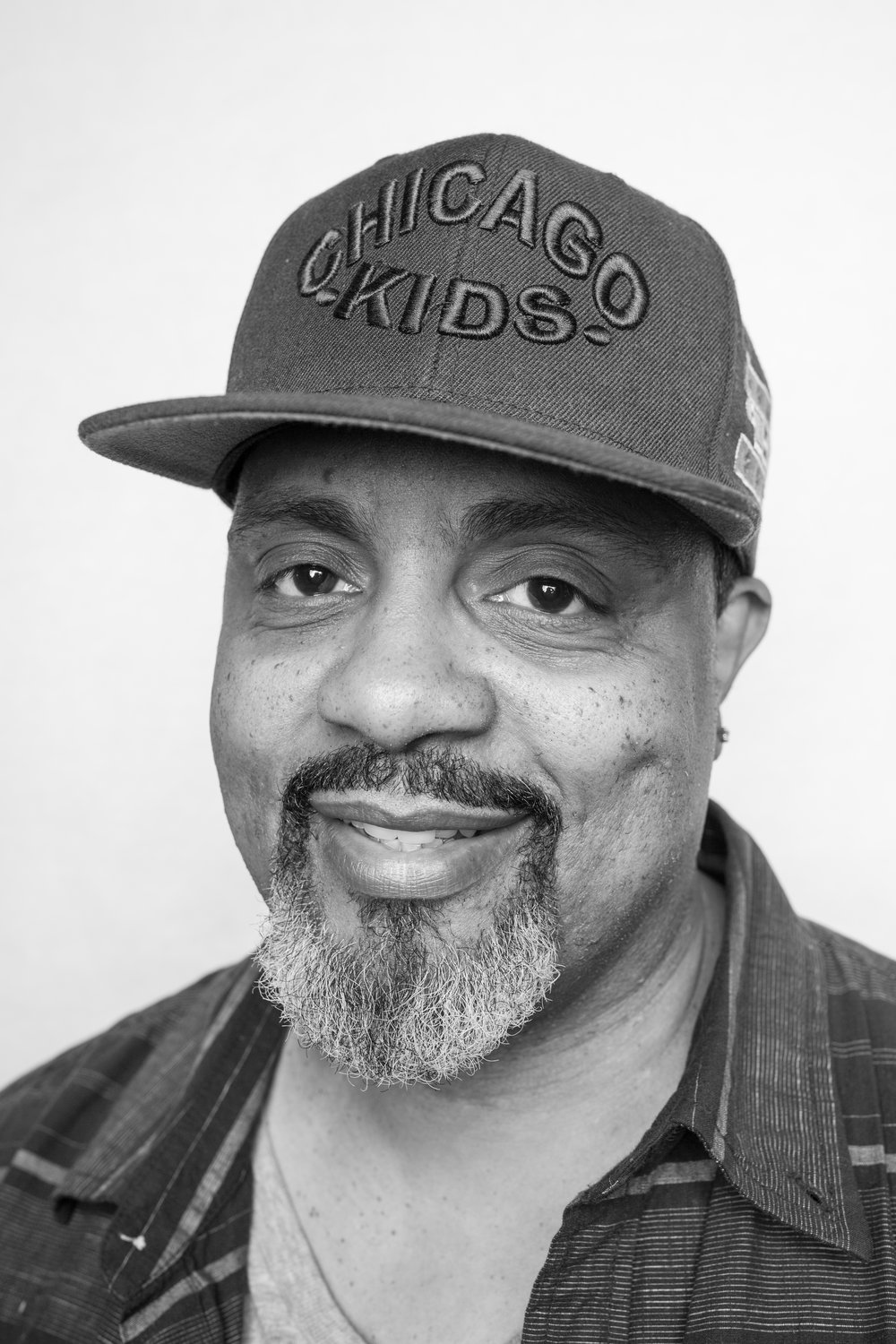 Elzee - Barber since 1988. My specialities are fades, shape-ups, tapers and beard/goatee trims. My approach is to make my clients look their best.
