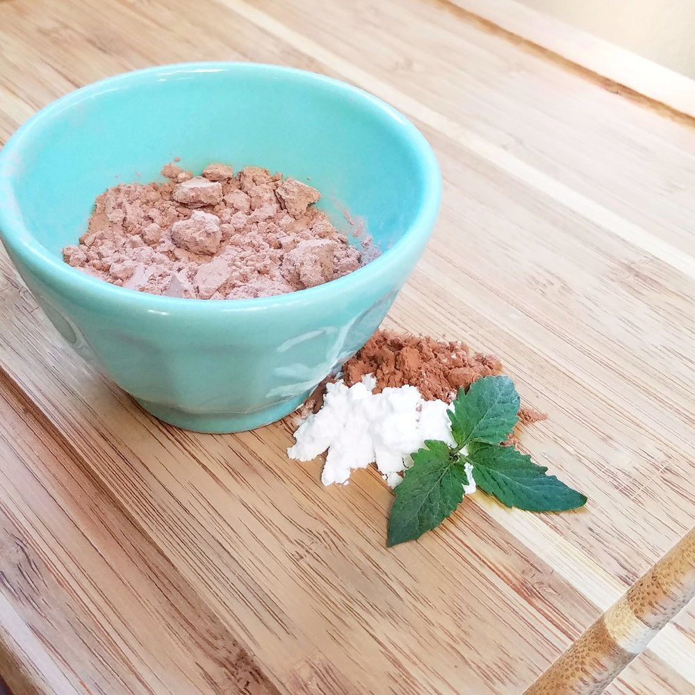 DIY Dry Shampoo with Cocoa Powder & Arrowroot