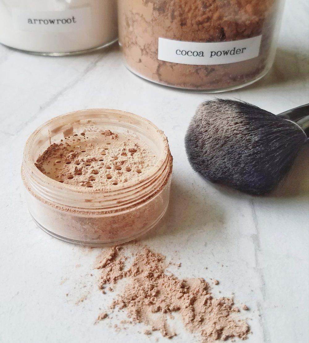 DIY Loose Powder Face Makeup :: Non-Toxic Beauty