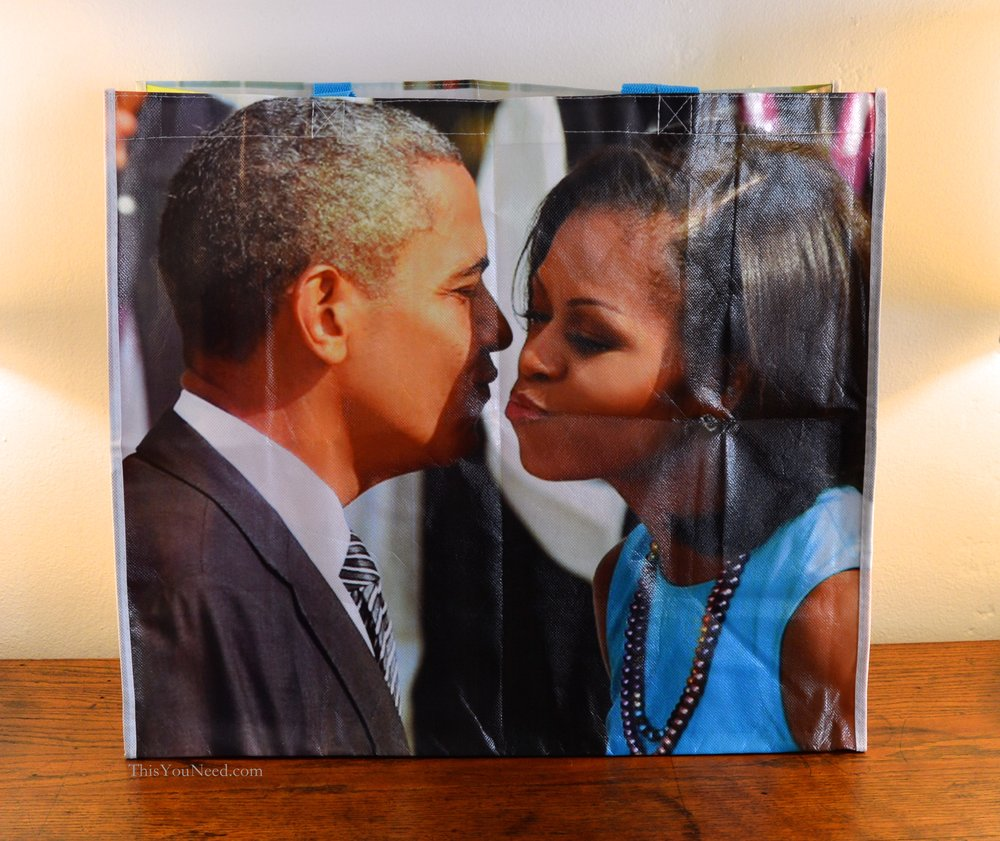 Obama-Bag-Smooch.jpg