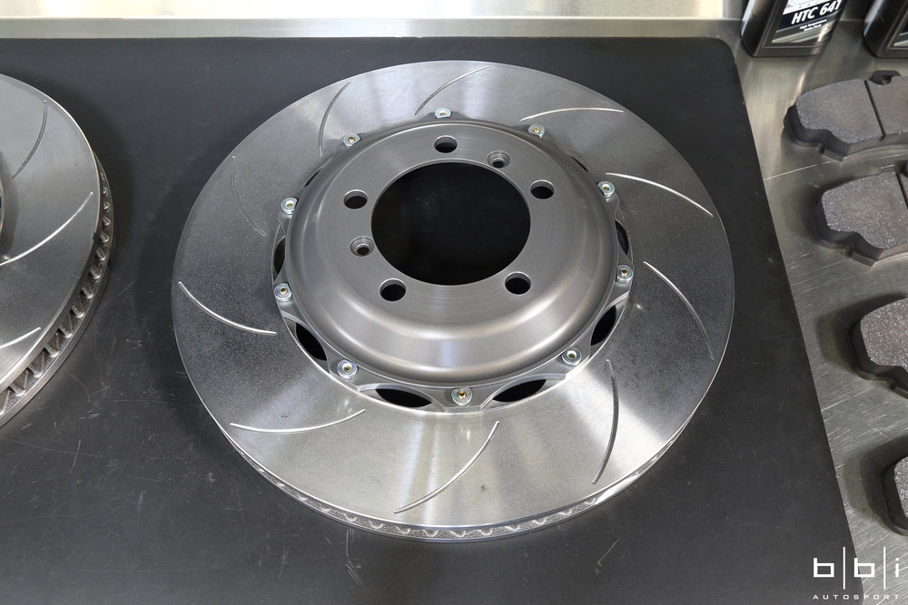 Type V (Endurance Face Type): motorsport developed face type with marginally less initial response compared to the type III face type. The Brembo Racing type V face type was also designed to have lower pad and disc wear for certain long distance endurance races (mostly 10, 12 and 24 hour races).