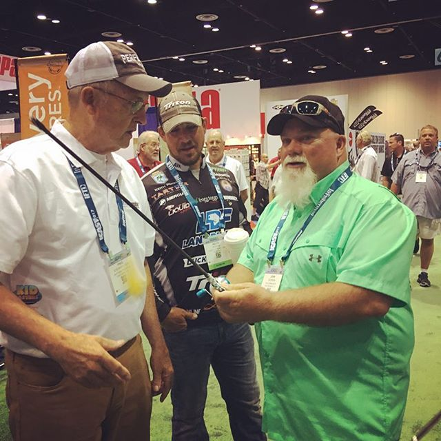 Godwin from Duck Dynasty learns all about the Steinhauser No-Tangle Fishing Rod right from the Inventor, Paul Steinhauser. #godwin #duckdynasty #steinhauser #notangle #fishing #fishingrod #fishingpole #icast #icast2017 #bestofshow #goodtimes #inventor #invention