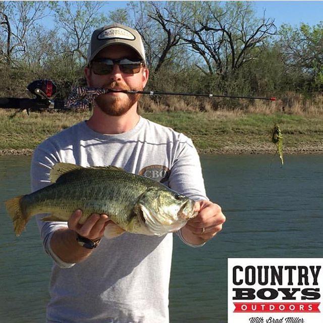 GOT 'ER DONE IN TEXAS.  Nice Bass! #thatsasteinhauser #steinhauser #notangle #pocketcombo #bassfishing #bass #countryboysoutdoors #texas #notanglefishingpole