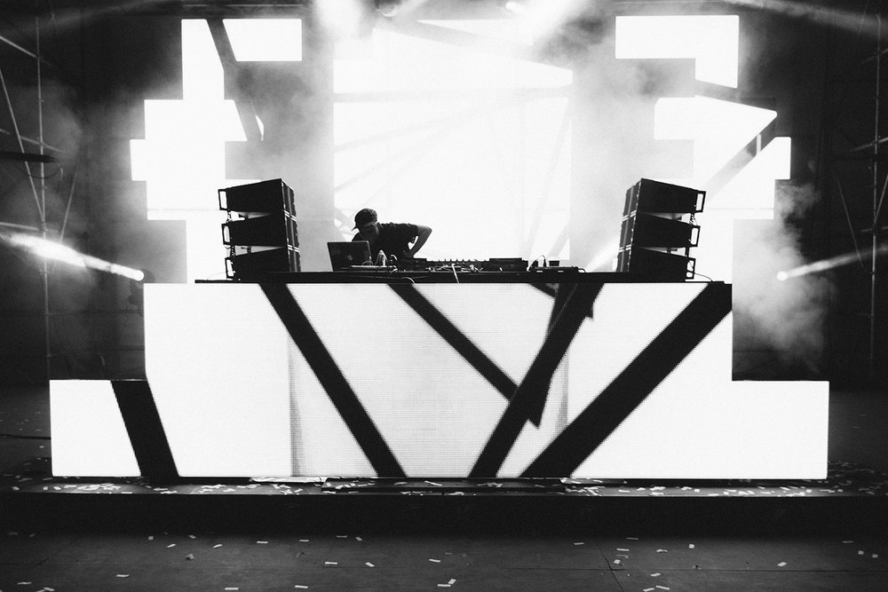 rustie-sasquatch-2015-dance-tent-electronic-black-and-white.jpg
