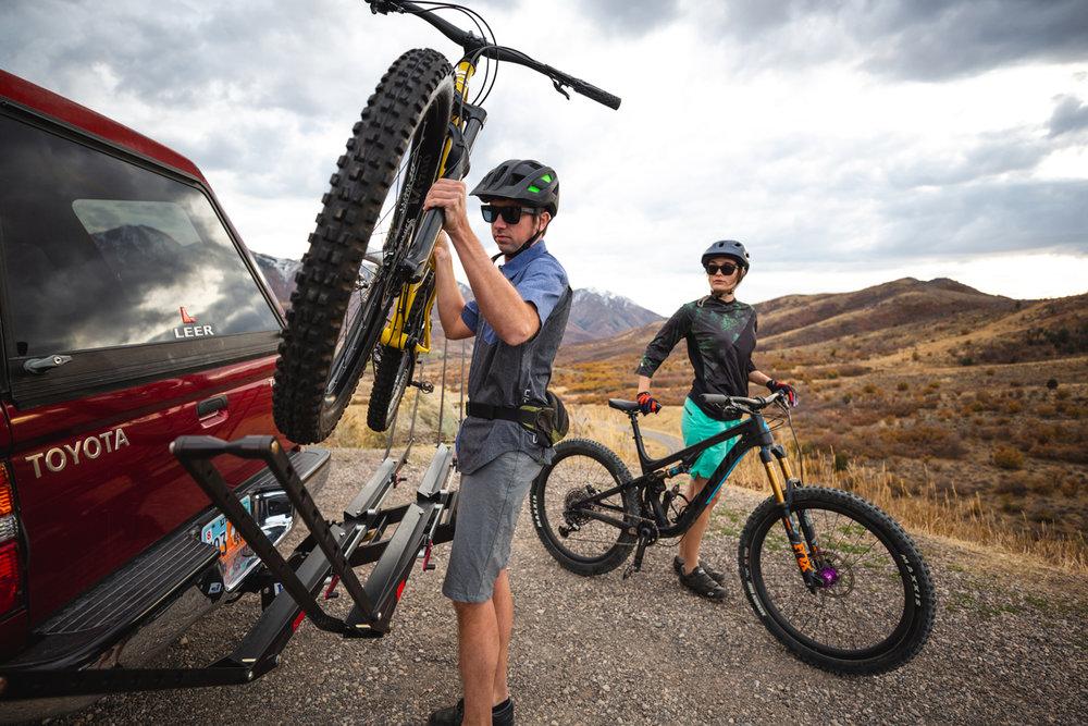 1up-usa-bike-rack-heavy-duty-double-toyota-tacoma-fdm-media.jpg