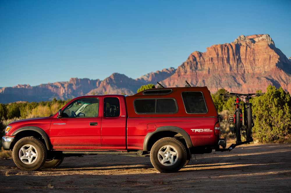 1up-usa-black-heavy-duty-double-rack-southern-utah-sunset-zion-full-truck.jpg