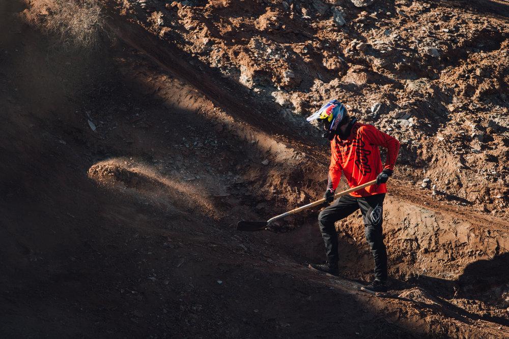 red-bull-rampage-18-brandon-semenuk-shoveling-dirt.jpg