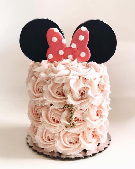 hapacupcakes : too cute to smash!  #smashcake #hapacupcakes #minniemouse #disneyland #minniemousecake #cake #hapacupcakes #hapacakes
