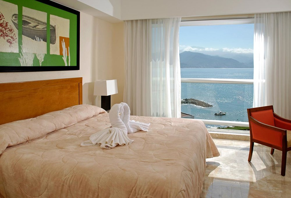 PACKAGE 1- MASTER SUITE /SHARED ROOM/ SHARED BATH  Features: Shared Bath, Air Conditioning, Modern Suite, Shared King Size Bed or Twin Bed Options Depending on Preference, Proximity Ocean