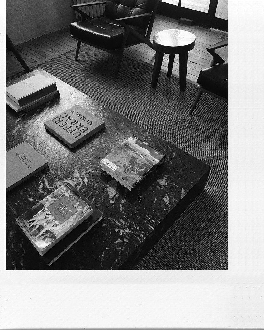 black-marble-coffeetable