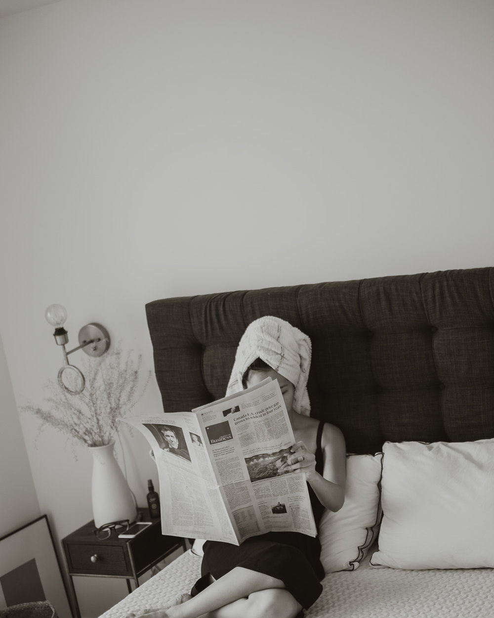 newspaper-in-bed