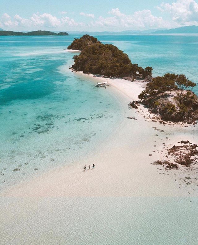 This place is definitely on our destination list! How gorgeous is the Phillipines! 🦋 Image by the incredible @warrencamitan #phillipines #travel #destination #whitesand #bluesky #wanderlust