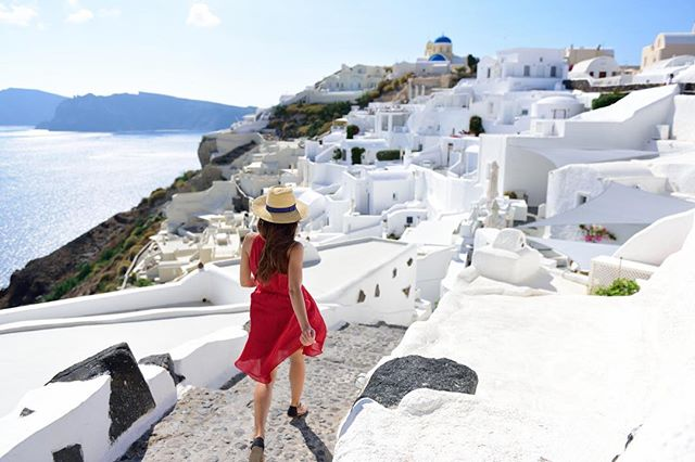 This will be us just strolling the streets of Santorini... 🤗 #Santorini #Greece #islandlife #wanderlust #travel