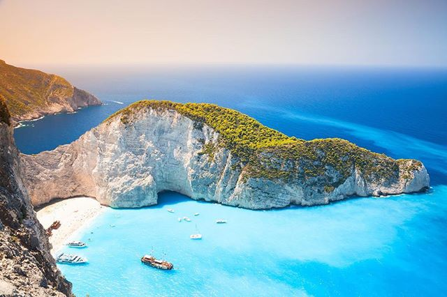 Still day dreaming about floating around the Greek Islands... we want to explore as much as we can so what's the best places to see while we are there? All of it!? 💕#Greece #island #travel #storytelling