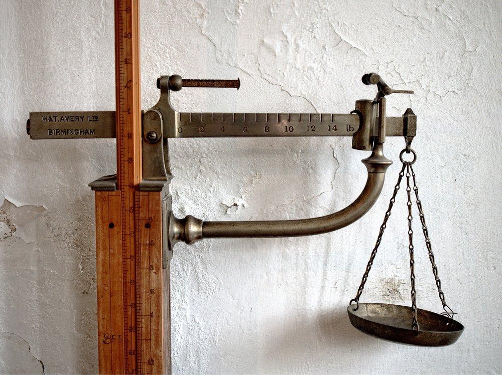 scales-1333455_1920.jpg