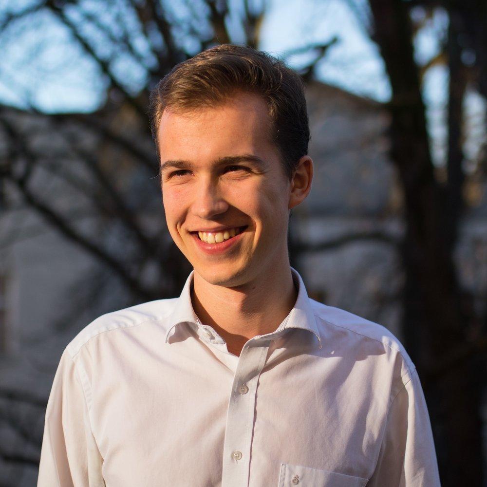 """Philipp von der Wippel, Mitgründer """"Ich möchte dafür sorgen, dass mehr Menschen ihre Chance bekommen, die Welt zu verändern. Oft sind es junge Menschen, die etwas Sinnvolles machen wollen oder eine tolle Idee im Kopf haben, aber nicht so richtig wissen, wie sie es angehen können - genau hier bieten wir Unterstützung!"""""""