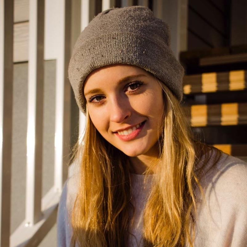 """Johanna Meseck, Marketing & PR   """"Ich möchte innovative Ideen und Gedanken mit anderen teilen und in der Umsetzung unterstützen. Gemeinsam haben wir das Potential die Welt zu verändern."""""""