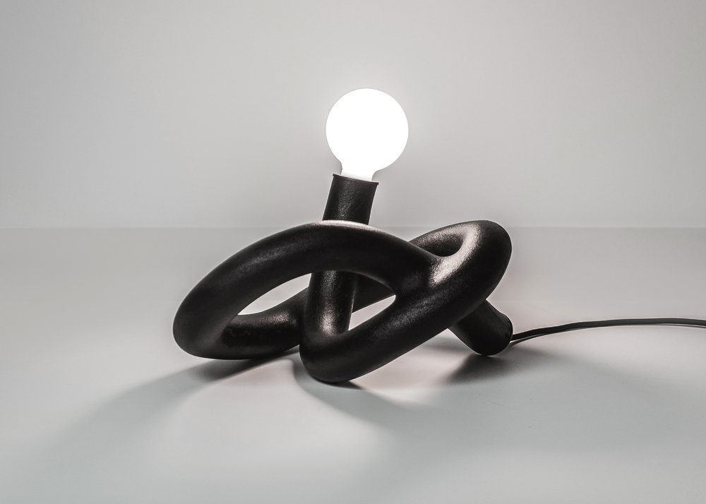 black lamp made with innovative additive manufacturing by studio ilio