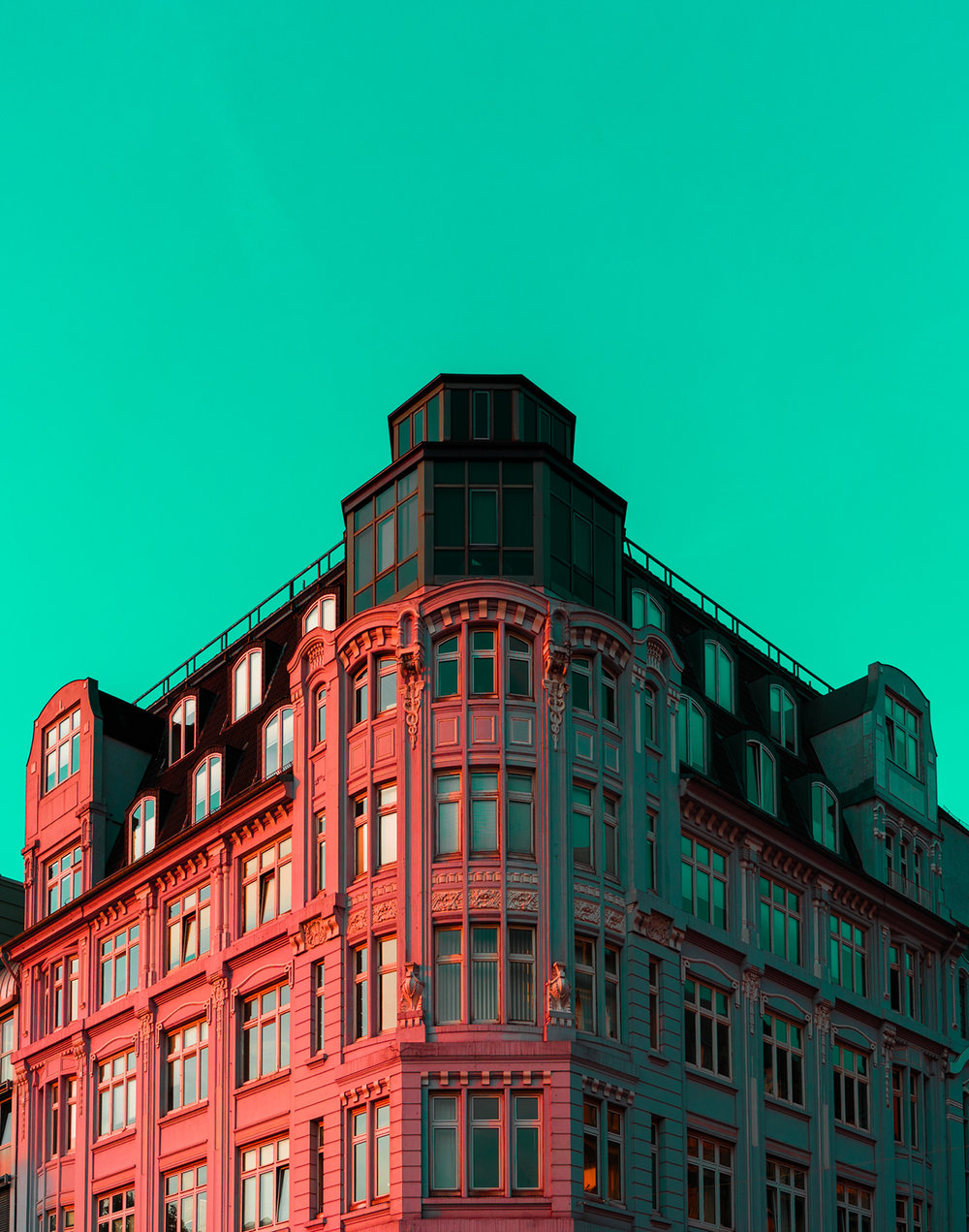 high contrasted pic of Hamburg building with green background