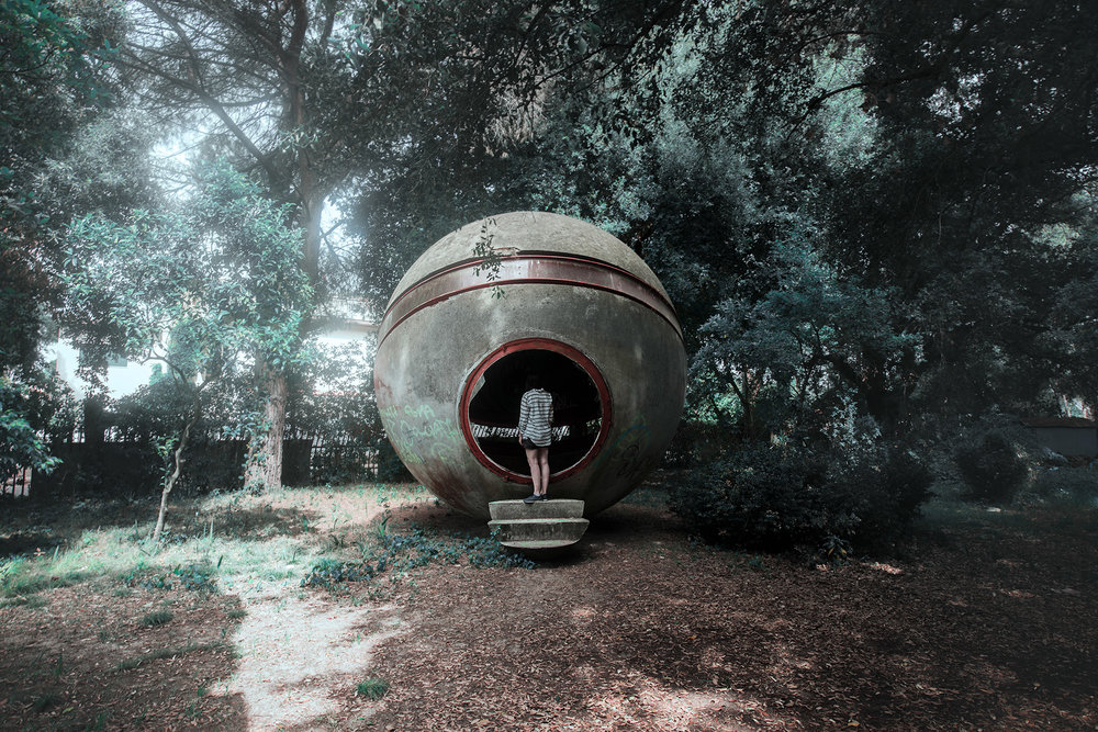 Photography of abandoned ruins in the nature by Øystein Aspelund