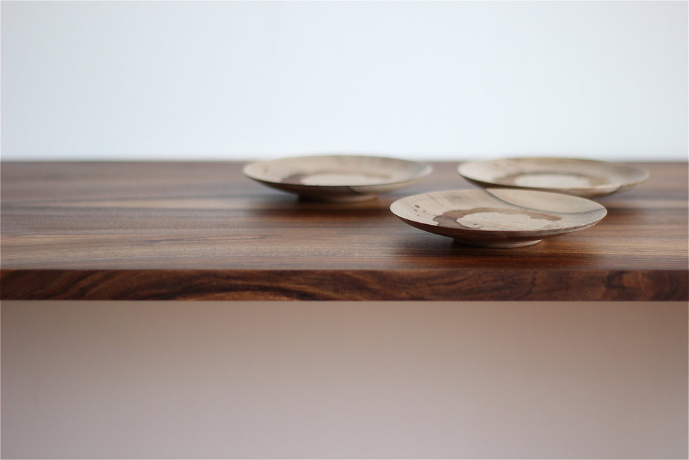 Composition of small plates made with walnut wood