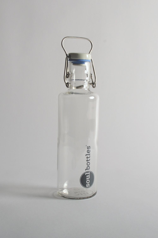 Bouteille de verre par Soulbottles 0,6 litre /fabriquée en verre, caoutchouc naturel, céramique, inox /divers designs