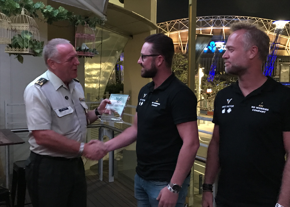Inspecteur-Generaal der Krijgsmacht van Griensven neemt Unit Victor officieel in ontvangst tijdens de Invictus Games in Sydney.