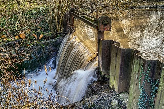 waterfall-3168652_640.jpg