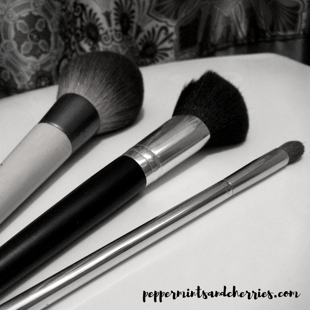 Clean Makeup Brushes and Mascara Wands with Thieves Household Cleaner