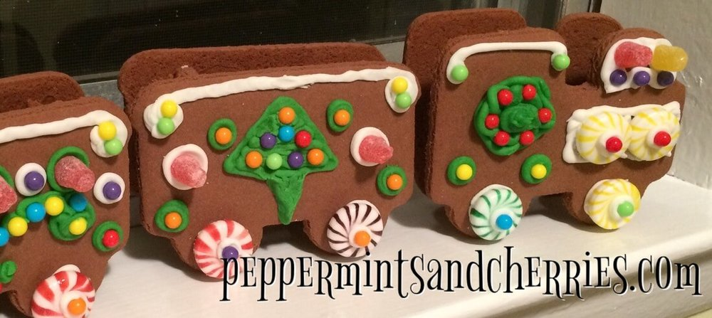 Decorate a Gingerbread Train as a Christmas Tradition for Children