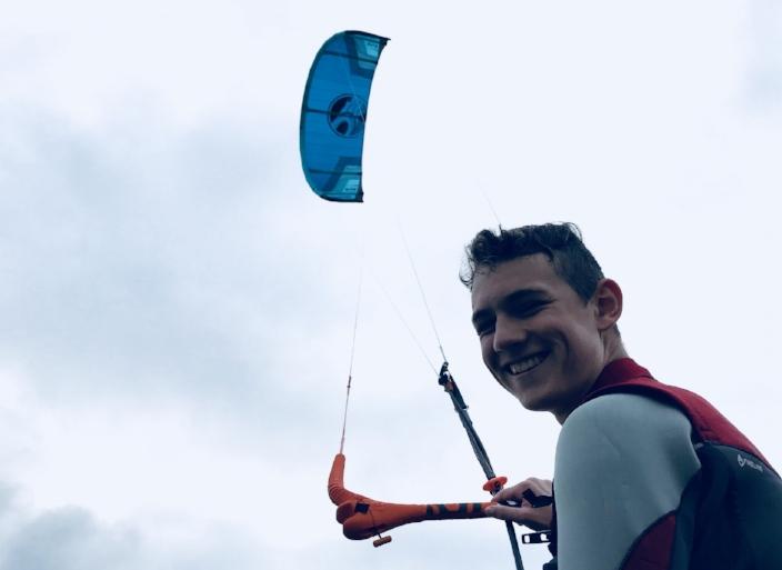 Carlos -  Position: Junior Instructor Assistant Größe: 189 cm Kites: Cabrinha Switchblade Board: Cabrinha Spectrum