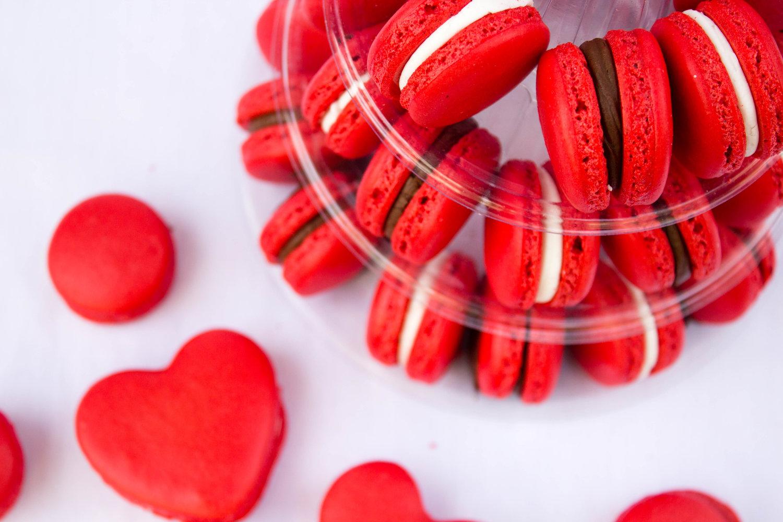 valentines day chocolate macarons