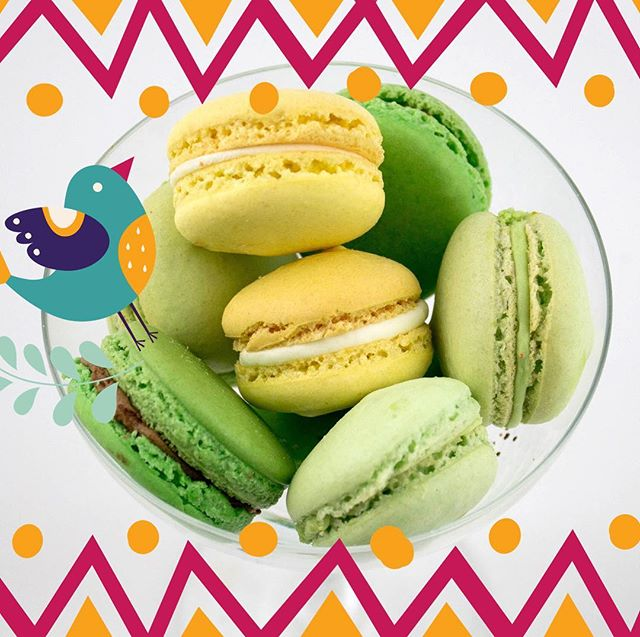 Happy Cinco de Mayo!!! We'd rather eat our calories with these delicious lemon and lime macarons! ✨✨✨#mysweetarray #macarons #macaronlove #lemon #lime #margarita