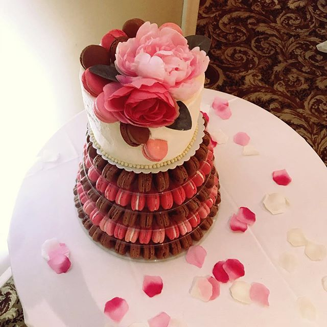 Yesterday we set up one of our favorite macaron towers for a lovely couple who were getting married in Potomac, MD. Coffee and raspberry macarons set the stage for a red velvet cake with cream cheese frosting 😍 Congratulations Evion and Desmond!! We were so happy to make this for you! ♥️♥️♥️ Surely Yours Events  #mysweetarray #weddingcake #macaroncake