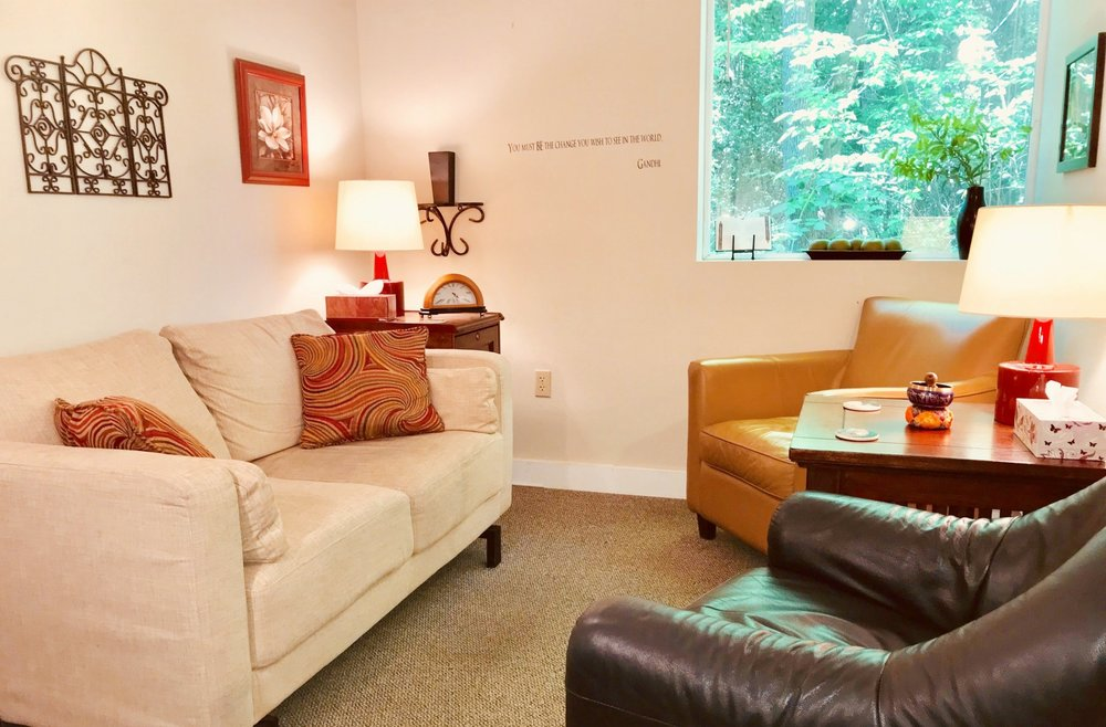 My office in Lake Oswego where I provide therapy for teens and adults with life transitions, anxiety, and stress management.
