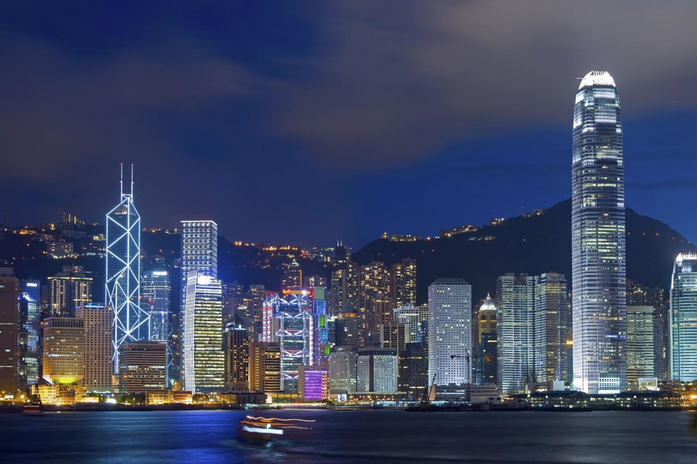 Hong-Kong-bay-at-night.jpg
