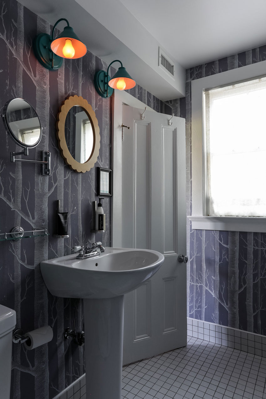 the-maidstone-cozy-room-jansson-bathroom.jpg