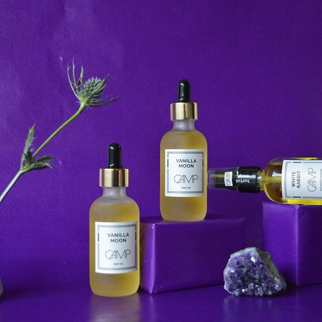 Ditch the lotion and hydrate like a Queen. Plant-based body oil with Vanilla-infused  sweet almond oil, evening primrose oil and more.