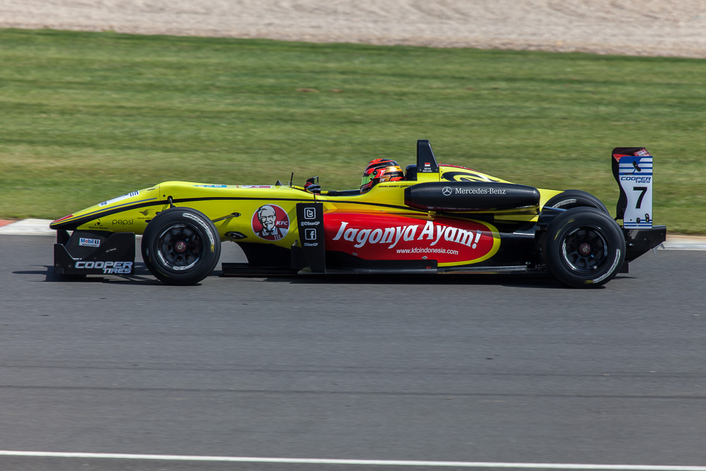 Double R No 7 Dallara F32 Mercedes | Sean Gelael