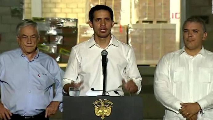 Guaidó (centre) next to Márquez (President of Colombia) in Cúcuta