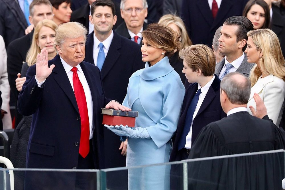 Donald_Trump_swearing_in_ceremony.jpg