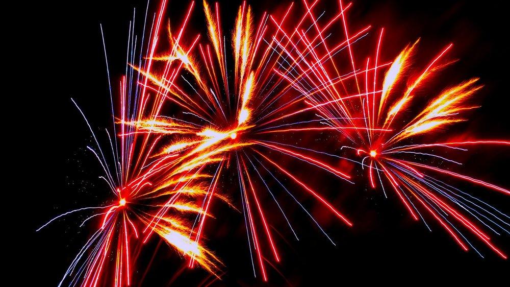 fireworks-1708483_1920.jpg